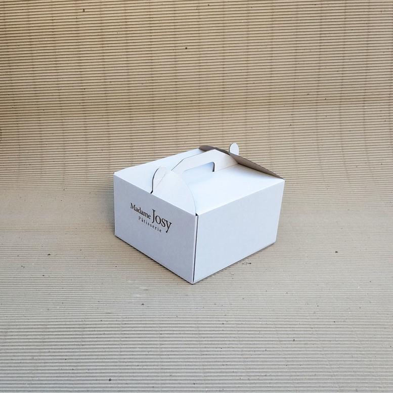 Коробка для торта 250х250х150 белая, м/г. с гравировкой
