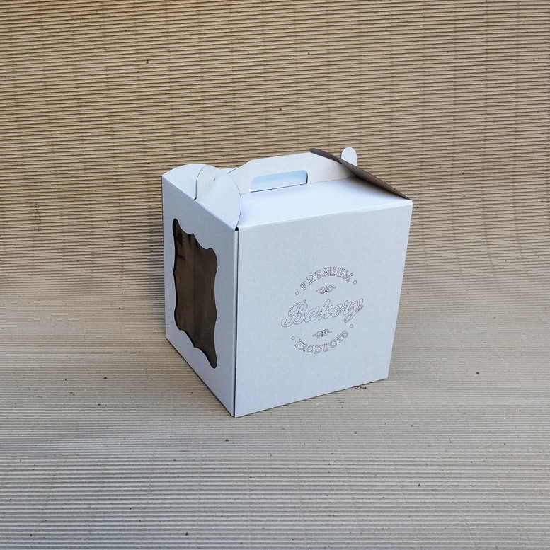 Коробка для торта 280х280х300 белая с окном, м/г. с гравировкой