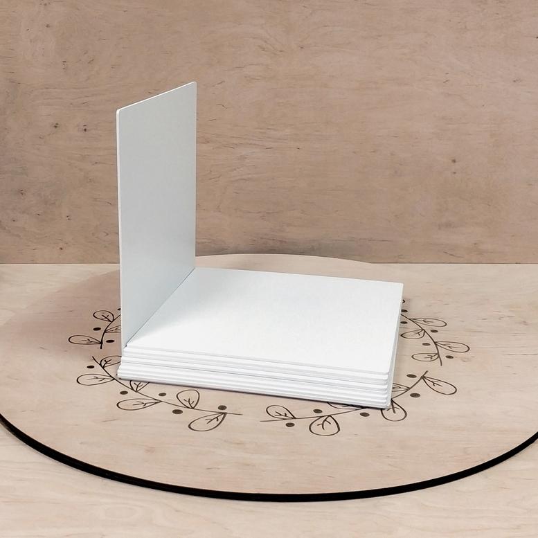 Поднос белый 30х30 ДВП квадратный (торец белый)